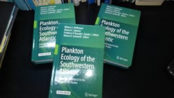 "El libro ""Plankton, Ecology of the Southwestern Atlantic""  con material producido en INIDEP"