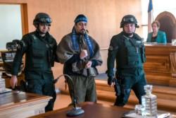 Facundo Jones Huala es conducido ante el tribunal de Valdivia. (foto AFP)