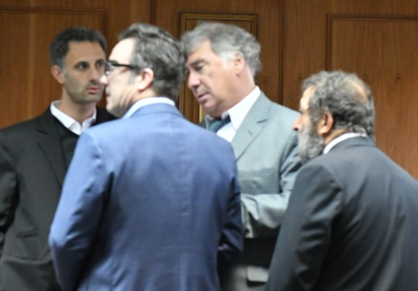 El Fiscal Maza junto a algunos de los abogados defensores