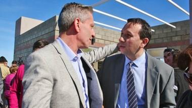 Dúo. El gobernador volvió a Trelew para inaugurar una sede vecinal junto al intendente Adrián Maderna.