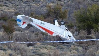 El avión promocionaba un circo y su piloto pudo sobrevivir milagrosamente. Buscan saber qué pasó.