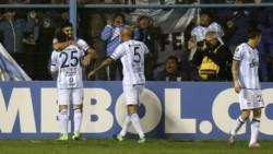 Atlético Tucumán derrotó hoy por 3-0 a Tigre en el comienzo de la quinta jornada.