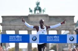 El corredor keniano de 33 años Eliud Kipchoge se estableció como el mejor maratonista de todos los tiempos.