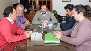 Debate. Las partes discutieron cómo abrir la nueva opción.