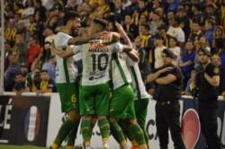 El festejo por el gol de Lisandro Martinez, que culminó una muy buena jugada y centro de Ciro Rius.