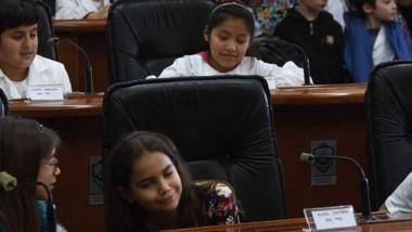 Los alumnos exhibieron un trabajo de investigación importante durante el debate.