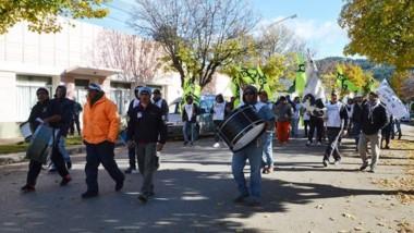 Protesta. El gremio de la construcción se sigue movilizando tras las promesas del gobernador Arcioni.