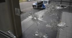 Balazos contra los Tribunales de San Lorenzo: 5 tiros de 9mm contra los vidrios del frente, ingresando los proyectiles al interior.