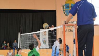 El voley masculino y femenino se juega en el Municipal de Esquel.