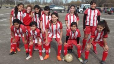 """Las jóvenes futbolistas de Racing Club siguen causando sensación en el torneo """"El Aguante""""."""