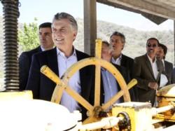 """""""Capitán de tormentas"""" (Frigerio dixit). Macri y Urtubey inauguraron un sistema hídrico."""