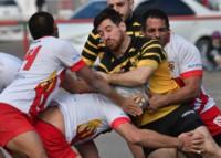 Mauro Pagani intenta avanzar pero es frenado entre tres rivales. Gran partido de Patoruzú en el arranque del Regional, Zona Ascenso.