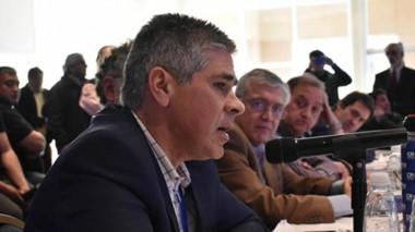 Perfil. Pablo González toma la palabra durante la cumbre patagónica antiajuste que se organizó en Comodoro Rivadavia.