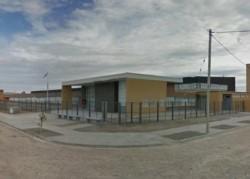 La escuela está ubicada en el barrio Guayra de Trelew (imagen Google Earth Pro)