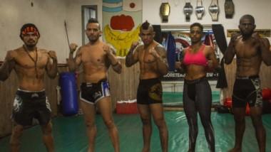 """Los brasileros, listos para combatir. Marcos Breno, Kerker """"Capoeira"""", Robson """"Pank"""",  Marília """"Chocolate"""", José """"Cai Cai"""" Barros y Luis """"Buda""""."""