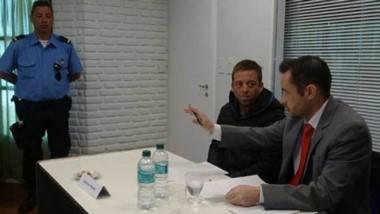 Guillermo Delgado Camy junto a su abogado defensor, Matías Cimadevilla.