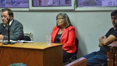 Serios. El defensor y su representada escuchan la sentencia condenatoria que leyó el juez Fabio Monti.