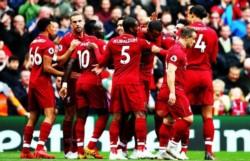 Los Reds se mantienen invictos y se colocan líderes en solitario: cerraron el partido en la primera parte ante un débil Southampton.