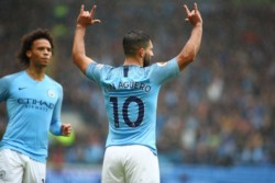 Con goles de Agüero, Bernardo Silva, Gundogan y un doblete de Mahrez, Manchester City aplastó 5-0 al Cardiff.