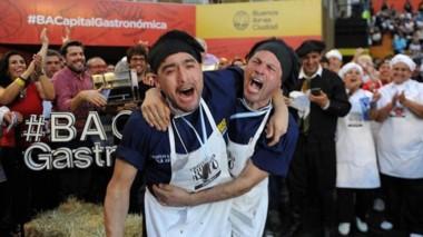El jurado ya dio su veredicto: los mejores asadores de la Argentina son Adrián Rosales y Cristian Gauna.