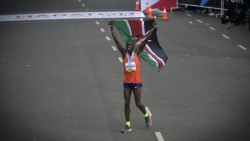El keniata Saina Kipbemboi ganó la Maratón de Buenos Aires en tiempo récord.