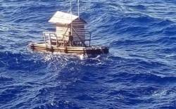 Fotografía tomada por uno de los tripulantes del barco que rescató al adolescente perdido en el océano.