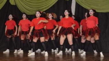 En la Escuela N° 751, se desarrollaron las competencias de danzas.