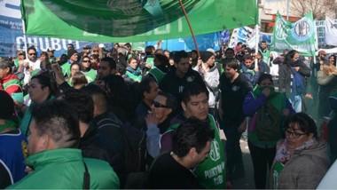Movilizados. La concentración en Trelew se sintió con una fuerte marcha, lo que se replicó en los distintos puntos de toda la provincia.