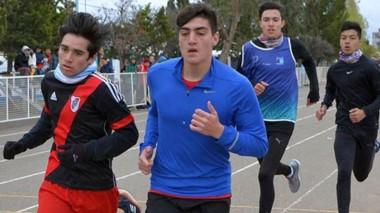 En la pista de atletismo de Trelew, ayer se realizaron las últimas pruebas de la semana de los provinciales de los Juegos Evita Chubutenses.