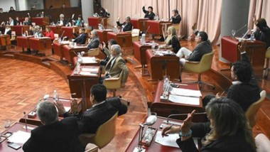 Los diputados aprobaron la ampliación presupuestaria para cubrir nuevos cargos en el Estado.