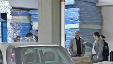 Un desperdicio. Las pilas de colchones que la gestión de Leticia Huichaqueo no usó para atender a los más necesitados en Comodoro Rivadavia.