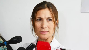 La doctora Testino dio detalles a la prensa sobre el estado de la niña.