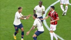 Di María celebra con Neymar, autor de un doblete.