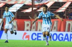 Luego de perder su invicto en Tucumán,. Racing recibe hoy por la mañana a San Lorenzo.