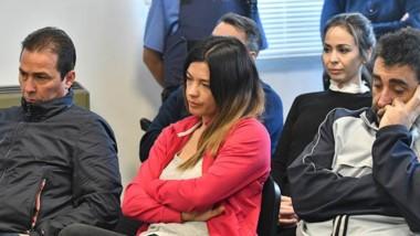 Complicados. Desde la izquierda, Correa, Mac Leod, Souza y  Ramón escuchan los nuevos cargos que les imputaron los fiscales en Rawson.