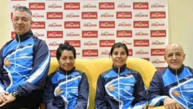 Juan Álvarez Wang, Sandra Cabral, Lucrecia Gómez y Daniel Andrés Rosas, con ropa de la Selección Argentina, visitaron Jornada antes de viajar.