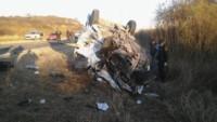 En el remis murieron el conductor y dos pasajeros. Otra pasajera resultó con graves heridas.