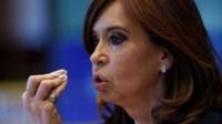 """La ex presidenta Cristina Kirchner acusó al Gobierno de haber """"llevado al país al abismo""""."""