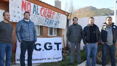 Ajuste. Una postal de los sindicalistas que apoyaron el reclamo de los trabajadores que fueron echados.