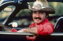 """Reynolds, leyenda de Hollywood en las décadas de 1970 y 1980, fue conocido por sus papeles en películas taquilleras como """"Dos pícaros con suerte"""", """"Amarga pesadilla""""."""