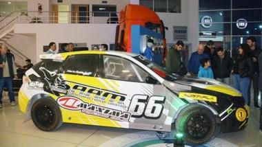 Uno de los autos que se expusieron ayer en la concesionaria Iveco durante la conferencia de presentación oficial del Carx Rallycross.