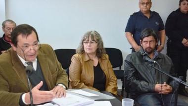 Nulidades. Desde la izquierda, el defensor López Salaberry y sus clientes Bortagaray y Huenchullán.
