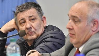 Reflexivo. Pagani escucha los argumentos que va pensando su defensor, Carlos Villada, en la audiencia.
