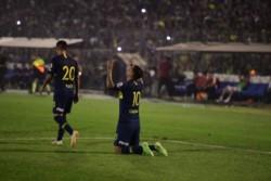 Cardona celebra en Formosa. El colombiano anotó en el momento justo para la tranquilidad xeneize.