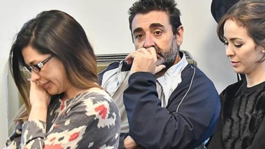 Trío. El llanto de Mac Leod (izquierda), la seriedad de Ramón y el silencio de Souza durante la audiencia.