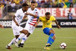 Brasil exhibe a Estados Unidos y lo derrota 2-0 en New Jersey.