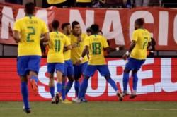 Con goles de Roberto Firmino y Neymar, Brasil se queda con la victoria en su visita a Estados Unidos.