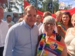 Lövfen y una dirigente de los movimientos feministas del país nórdico.