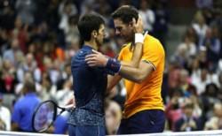 """El abrazo de dos amigos. Desde el lunes, Djokovic será el número tres del mundo. En el año de su """"regreso"""", el serbio ganó Wimbledon y US Open."""