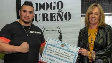 Artero se comprometió a entregar un terreno a la Escuela de Boxeo.